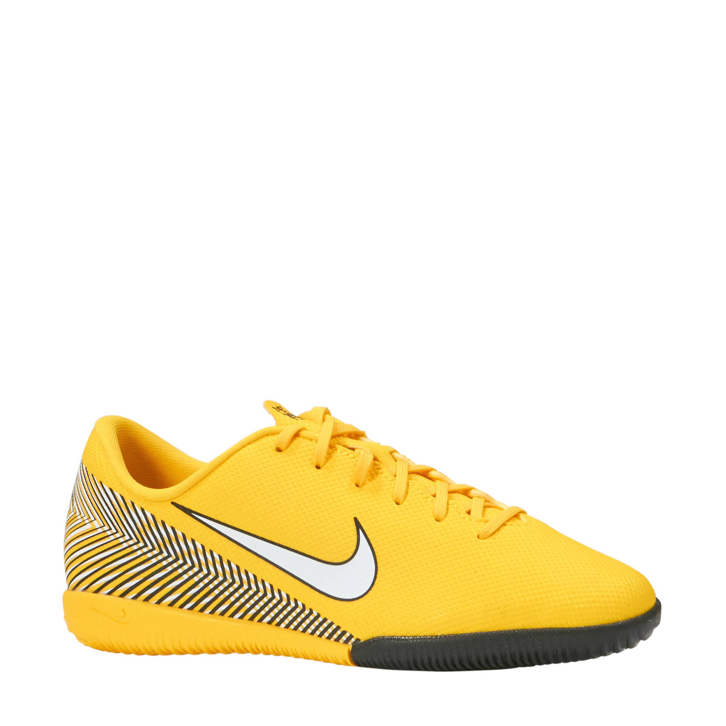 078ca637564 nike -jr-vapor-12-academy-neymar-jr-ic-zaalvoetbalschoenen-geel-geel-0191884292077.jpg