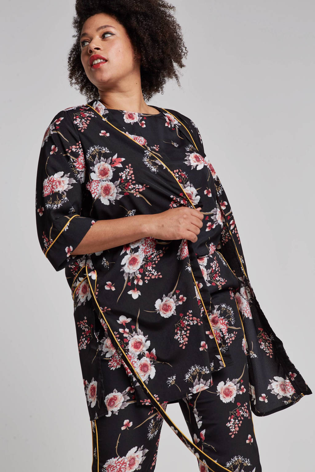 ONLY carmakoma kimono met bloemenprint, Zwart/roze