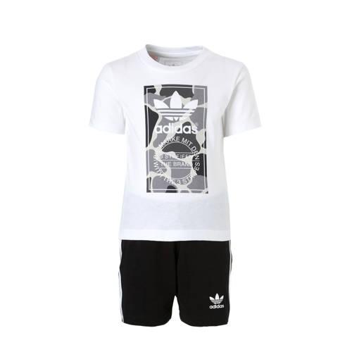 T-shirt + korte broek