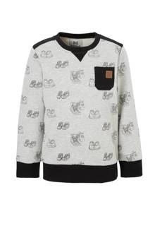 sweater met sneakers grijs
