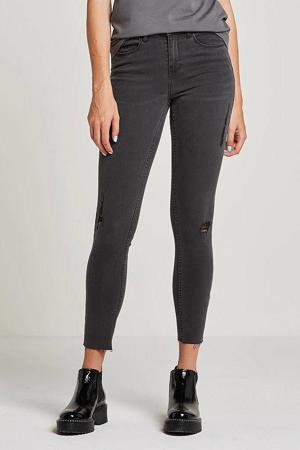 cropped slim fit jeans met slijtagedetails