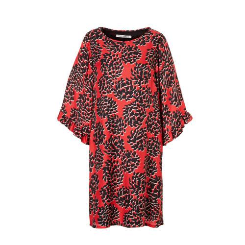 jurk met zijde, Dames jurk met zijde van Summum Woman, uitgevoerd in een geweven kwaliteit met een all over print. Het gevoerde model heeft een ronde hals en 3/4 mouwen met volant details aan de uiteinden.Extra gegevens:Merk: Summum WomanKleur: RoodModel: Jurk (Dames)Voorraad: 1Verzendkosten: 0.00Plaatje: Fig1Maat/Maten: 42Levertijd: direct leverbaar