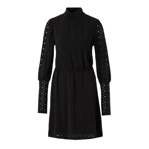 OBJECT jurk met opengewerkte details, Dames jurk van het merk OBJECT, uitgevoerd in een jersey kwaliteit. Het model is voorzien van een opstaande kraag, lange mouwen, een elastische tailleband en opengewerkte details.Extra gegevens:Merk: OBJECTKleur: ZwartModel: Jurk (Dames)Voorraad: 3Verzendkosten: 0.00Plaatje: Fig1Maat/Maten: 36 (S)Levertijd: direct leverbaarAanbiedingoude prijs: € 49.99
