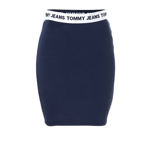 rok met logo, Dames rok van Tommy Jeans, uitgevoerd in een stevig gebreide kwaliteit. Het model is voorzien van een elastische tailleband met logo.Extra gegevens:Merk: Tommy JeansKleur: BlauwModel: Rok (Dames)Verzendkosten: 0.00Plaatje: Fig1Maat/Maten: LLevertijd: uitverkocht