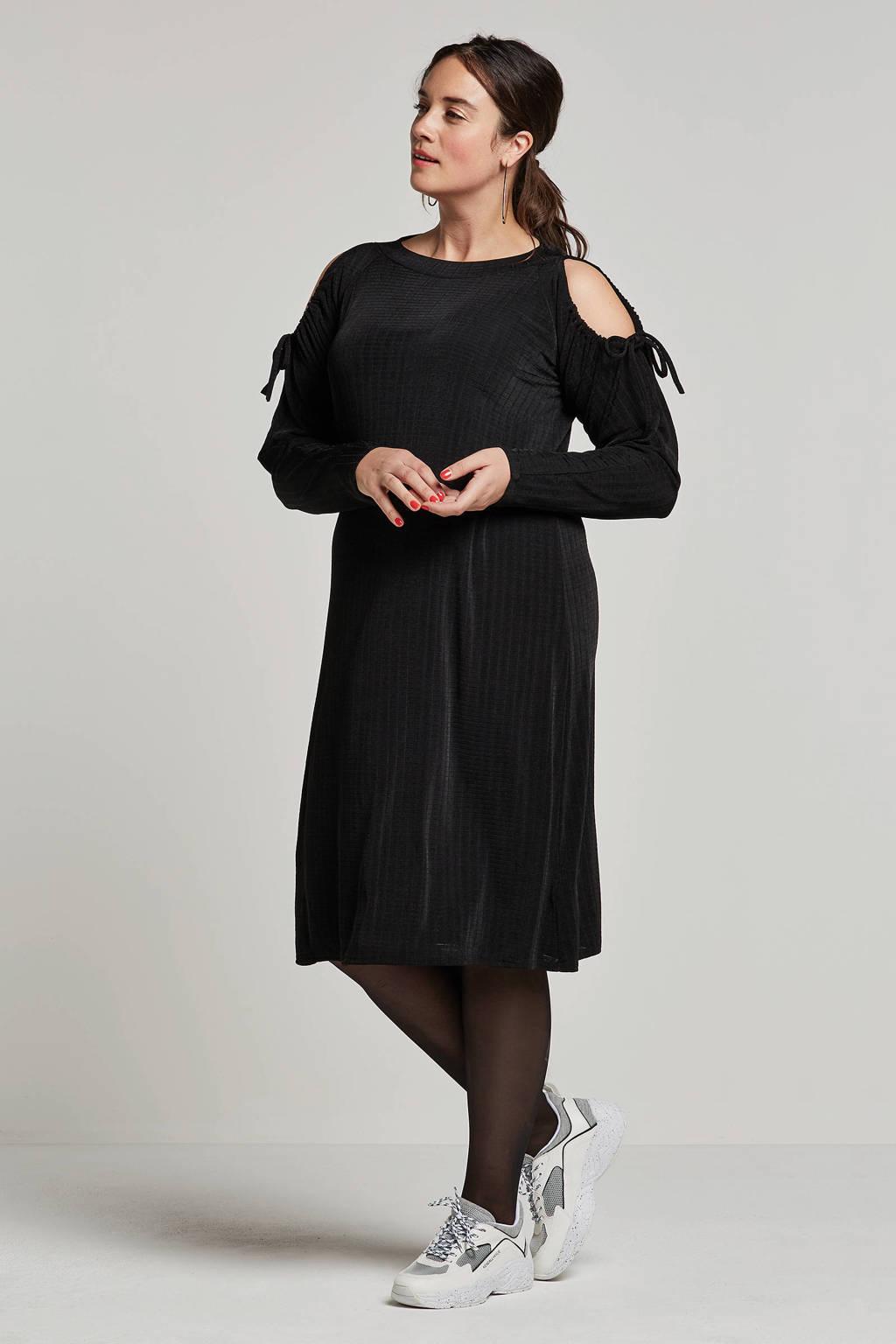 Lost Ink Plus jurk met open schouders, Zwart