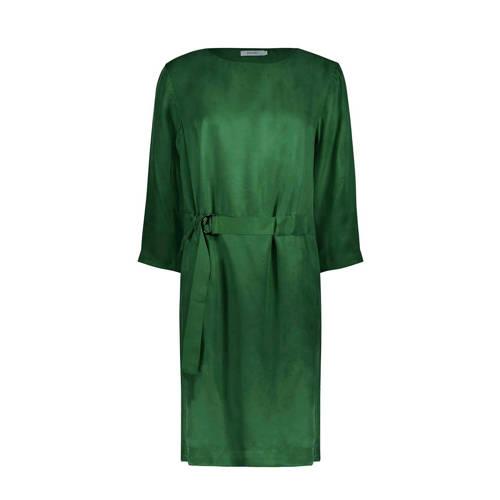 jurk groen, Deze dames jurk van Sissy-Boy is uitgevoerd in een cupro kwaliteit. Het model is voorzien van een ronde hals, driekwart mouwen en een gespceintuur in de taille die achterlangs door een tunnel loopt.Extra gegevens:Merk: Sissy-BoyKleur: GroenModel: Jurk (Dames)Voorraad: 4Verzendkosten: 0.00Plaatje: Fig1Plaatje: Fig2Maat/Maten: LLevertijd: direct leverbaar