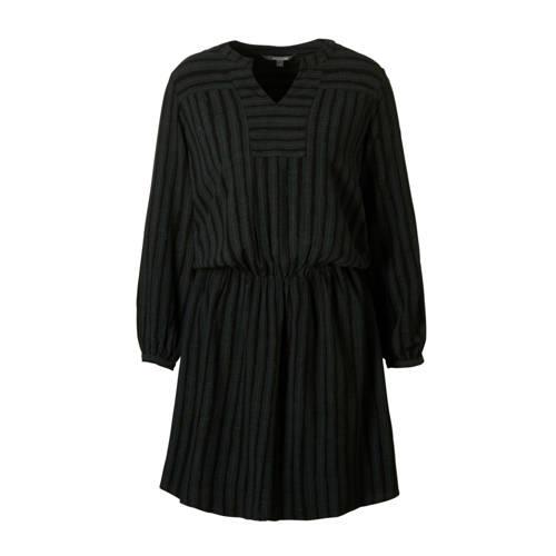 Moscow jurk met print, Dames jurk van Moscow, uitgevoerd in een geweven kwaliteit. Het model is voorzien van een ronde hals met V-uitsnijding, lange mouwen met detail en een elastiek in de taille.Extra gegevens:Merk: MoscowKleur: GroenModel: Jurk (Dames)Voorraad: 3Verzendkosten: 0.00Plaatje: Fig1Maat/Maten: 34 (XS)Levertijd: direct leverbaarAantal reviews: 1Gemiddelde rating: 2.00
