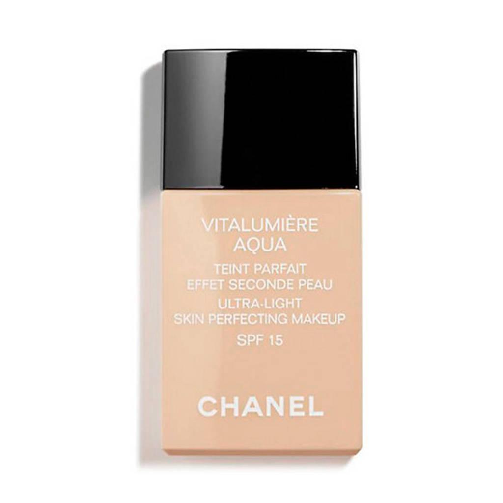 Chanel Vitalumière Aqua foundation - 40 Beige