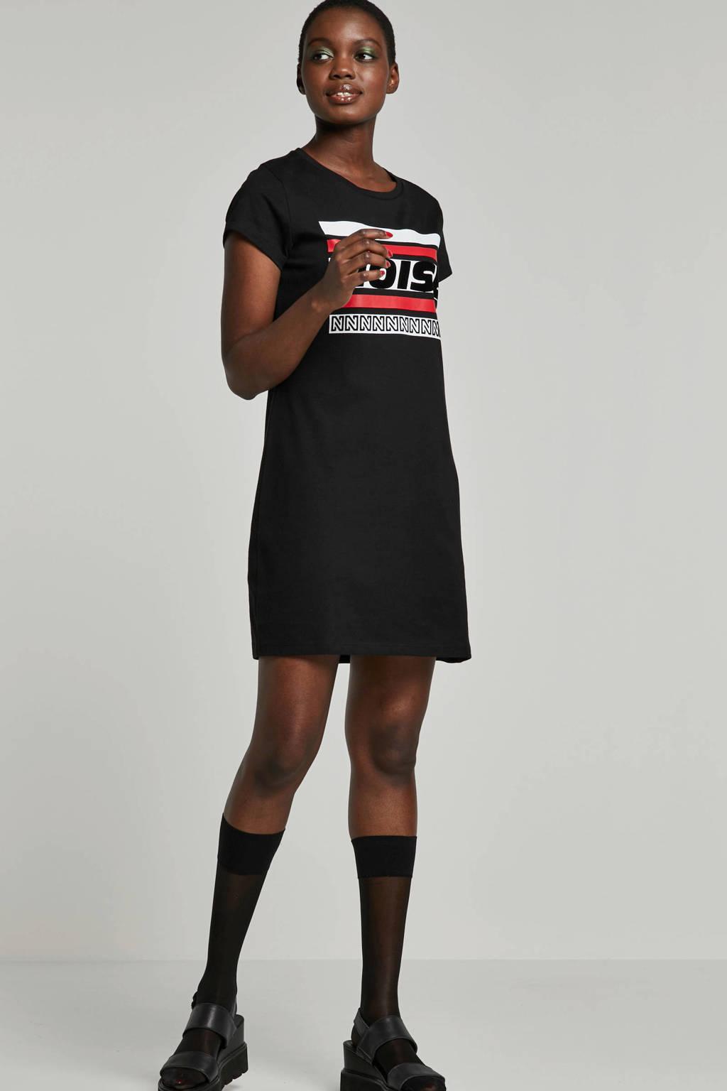 NIKKIE jurk zwart, Zwart/rood/wit
