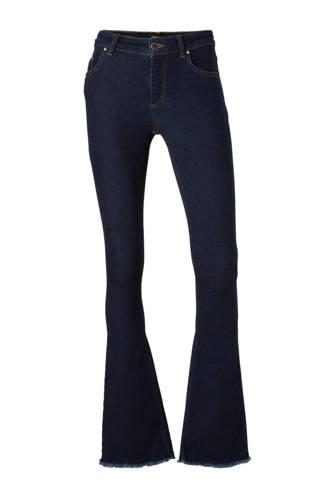 flared jeans met gerafelde uiteinden