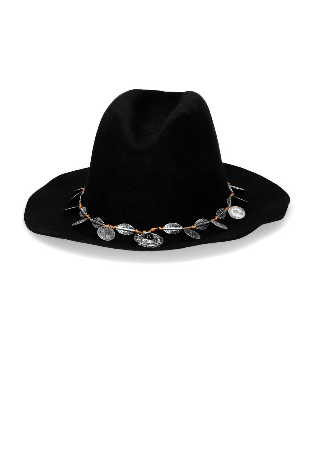Sacha hoed zwart, Zwart
