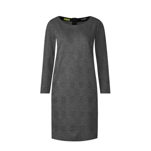 jurk met ruitdessin, Dames jurk van CECIL, uitgevoerd in een jersey kwaliteit. Het rechte model heeft een ronde hals, lange mouwen en een ritssluiting aan de achterzijde. Daarnaast heeft de jurk een all over ruitdessin.Extra gegevens:Merk: CECILKleur: GrijsModel: Jurk (Dames)Voorraad: 9Verzendkosten: 0.00Plaatje: Fig1Plaatje: Fig2Maat/Maten: XLLevertijd: direct leverbaar