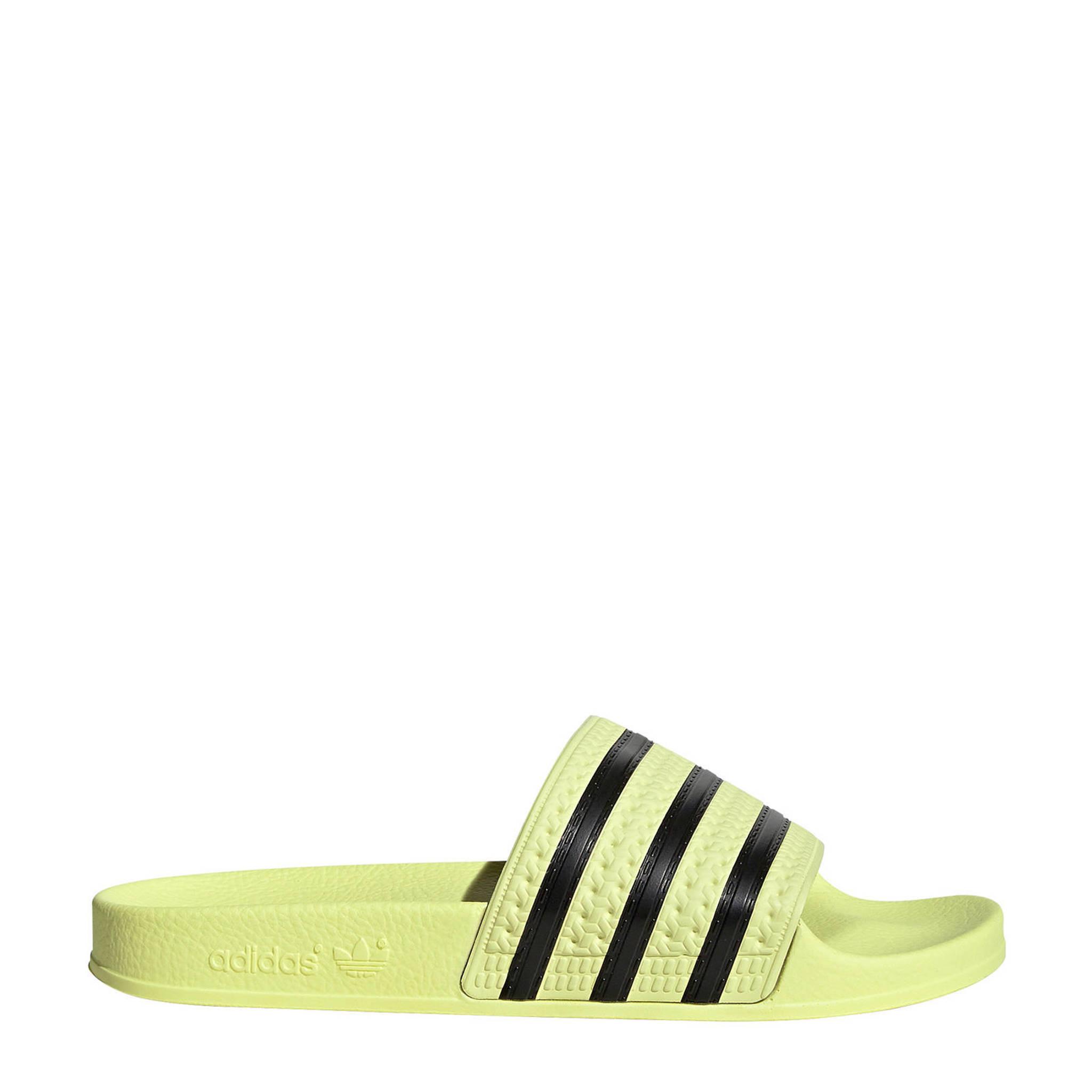 a30f8d23686 adidas originals adilette aqua badslippers geel/zwart | wehkamp