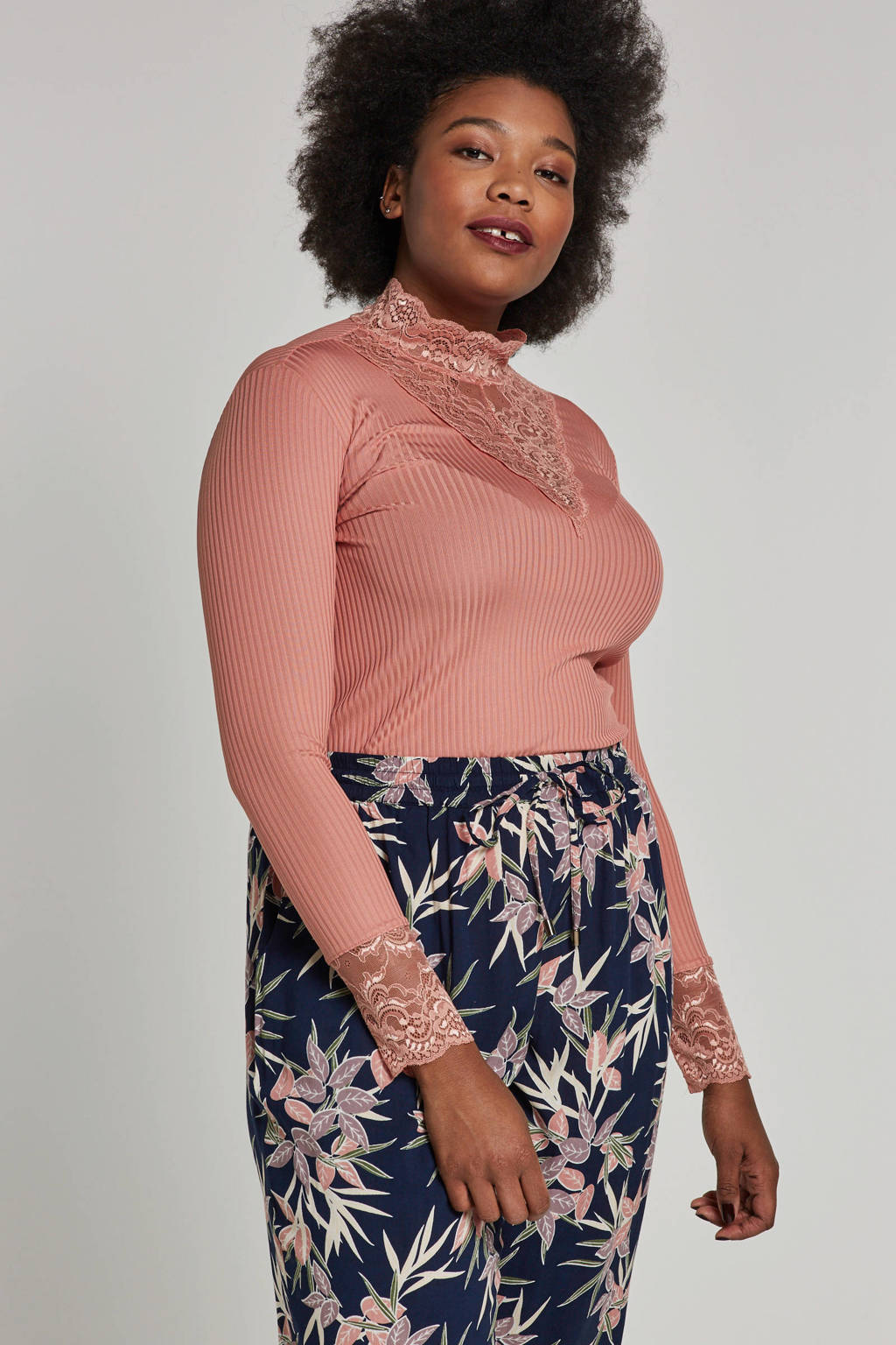 ONLY carmakoma top met kant, Roze