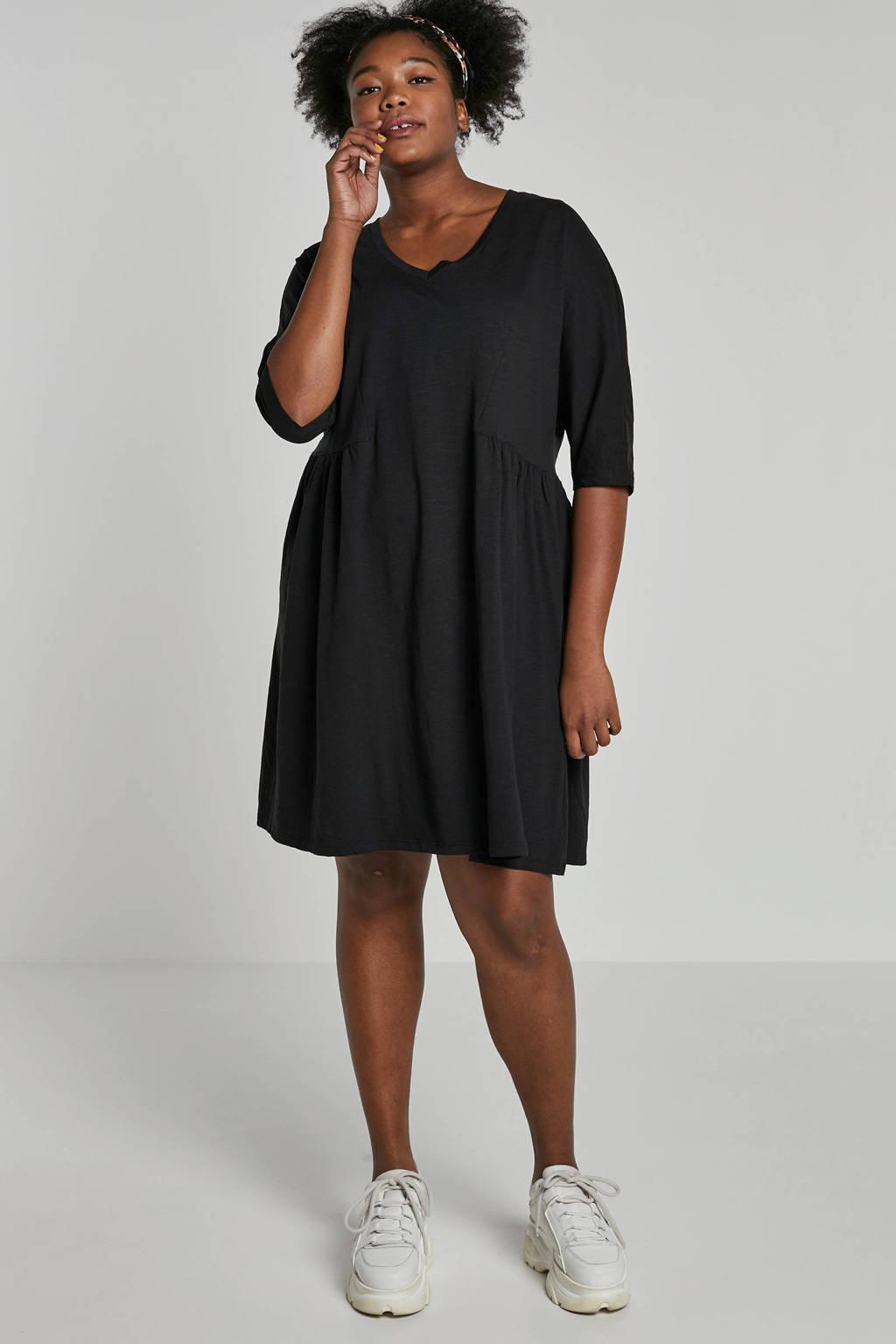 JUNAROSE jurk met V-hals, Zwart