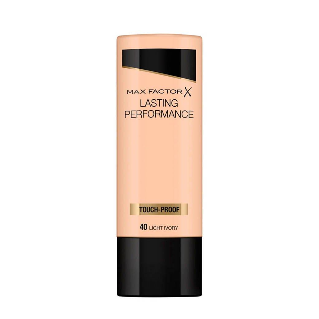 Max Factor Lasting Performance Liquid 040 Light Ivory Foundation