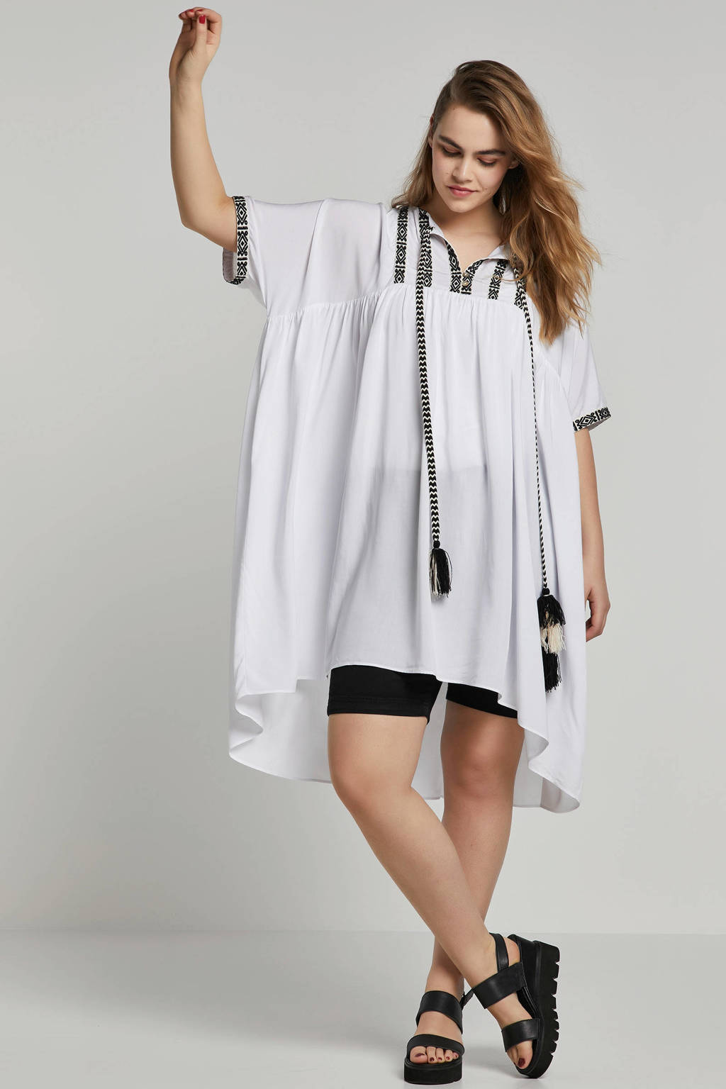 8cd3282e528243 Mat Fashion tuniek met borduursels en franjes