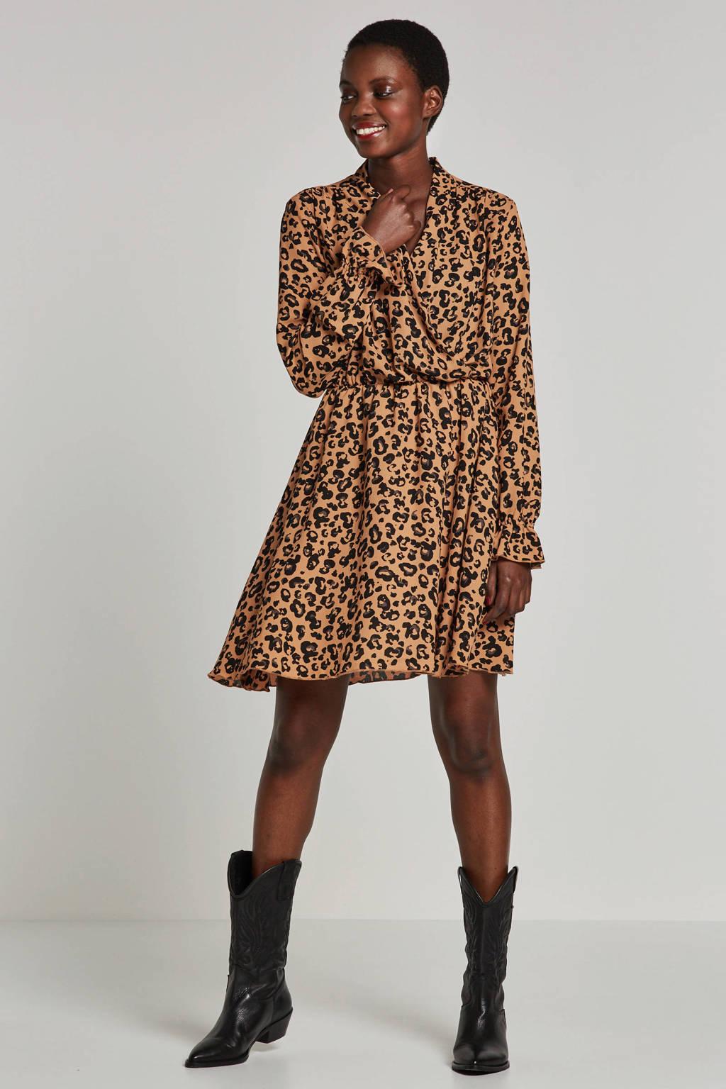 0781a4f9 AWARE by VERO MODA jurk met panterprint en overslagkraag, Bruin/zwart