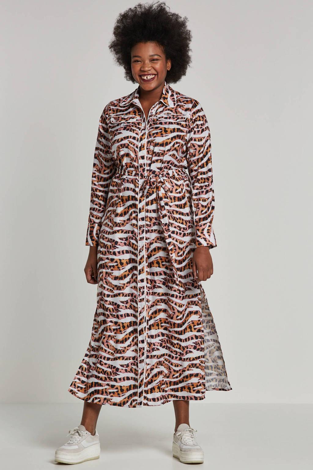 Lost Ink Plus maxi jurk in tijgerprint, Wit/bruin/roze/zwart