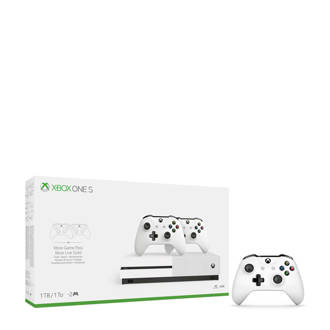 Xbox One S 1TB + 3 controllers