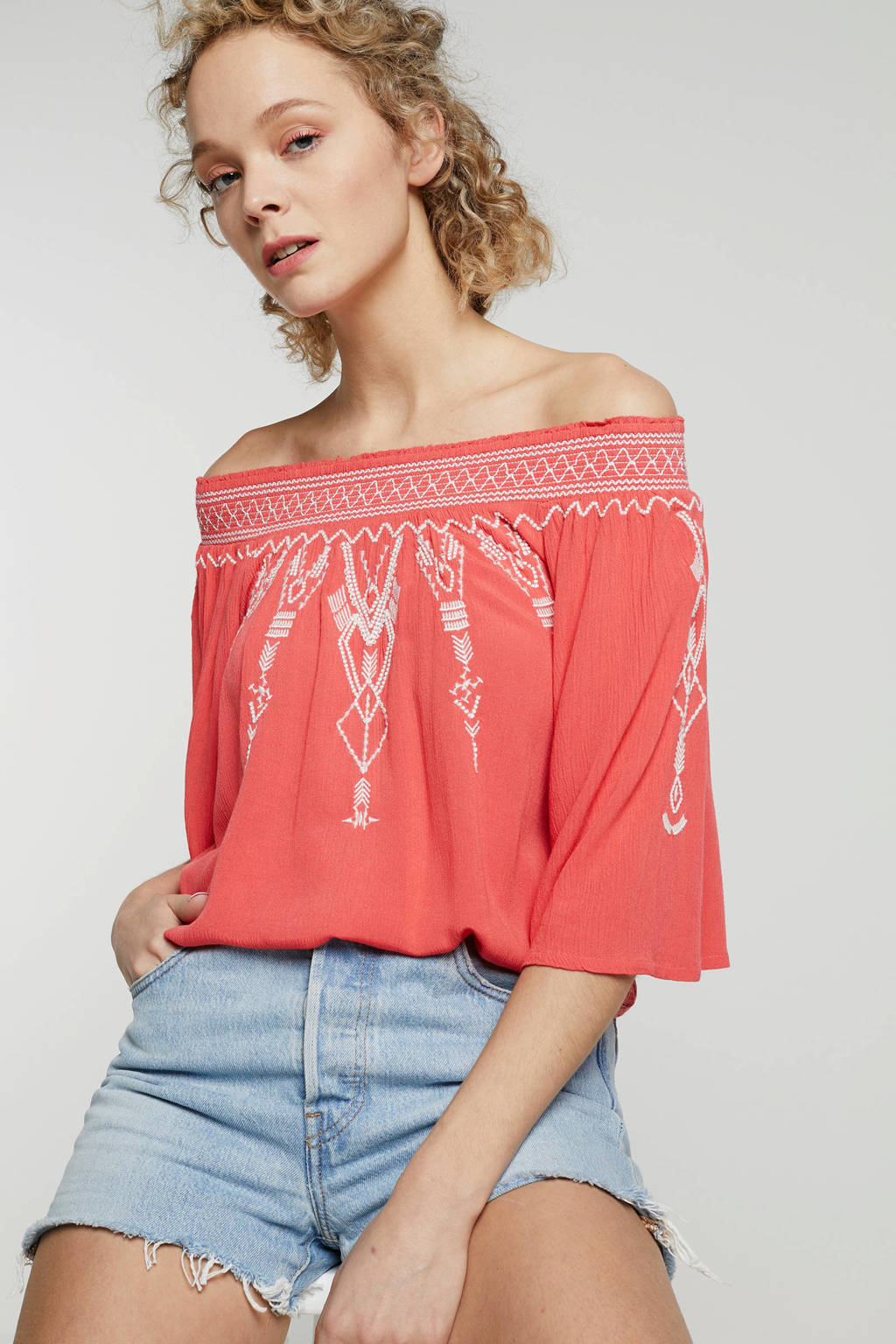 Eksept off shoulder top met borduursels rood, Rood