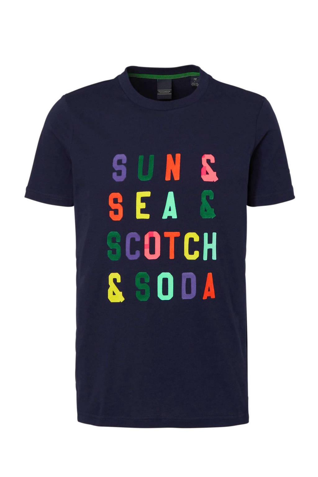 Scotch & Soda T-shirt met tekst, Donkerblauw/ Multi-kleuren