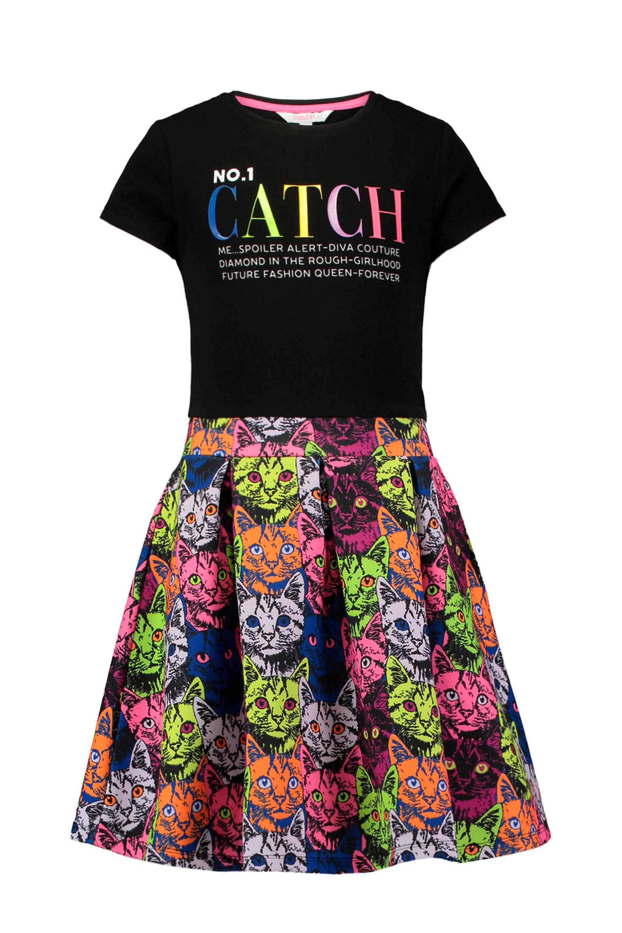 63fc556f9e7f82 CoolCat jurk met katten en tekst zwart