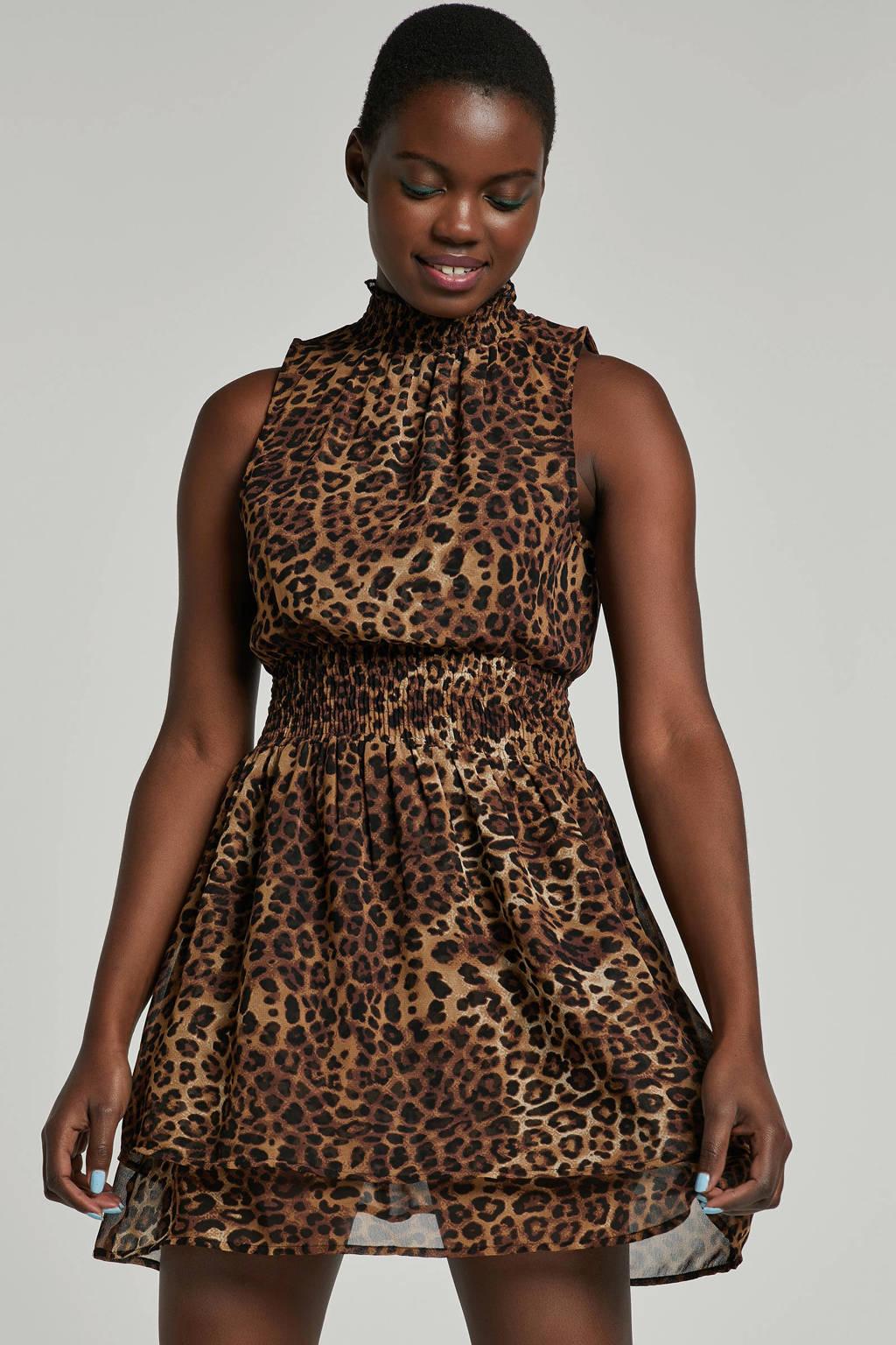 77d14b70ff0cbe NA-KD mouwloze jurk met panterprint