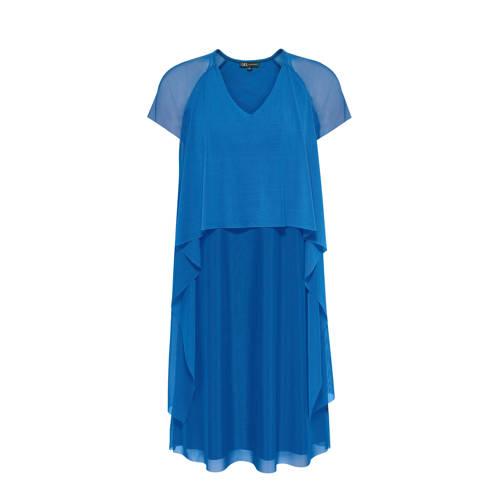 Didi jurk met mesh blauw, Deze damesjurk van Didi is gemaakt van een viscosemix. Het model heeft een V-hals en kapmouwtjes. De jurk heeft als basiskleur blauw.Bijzondere kenmerken:- mesh detailsExtra gegevens:Merk: DidiKleur: BlauwModel: Jurk (Dames)Voorraad: 5Verzendkosten: 0.00Plaatje: Fig1Plaatje: Fig2Maat/Maten: 46Levertijd: direct leverbaarAanbiedingoude prijs: € 59.99