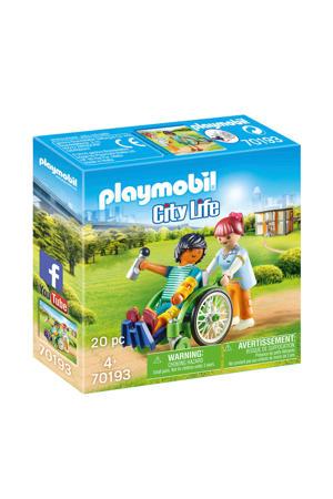 Patient in rolstoel 70193