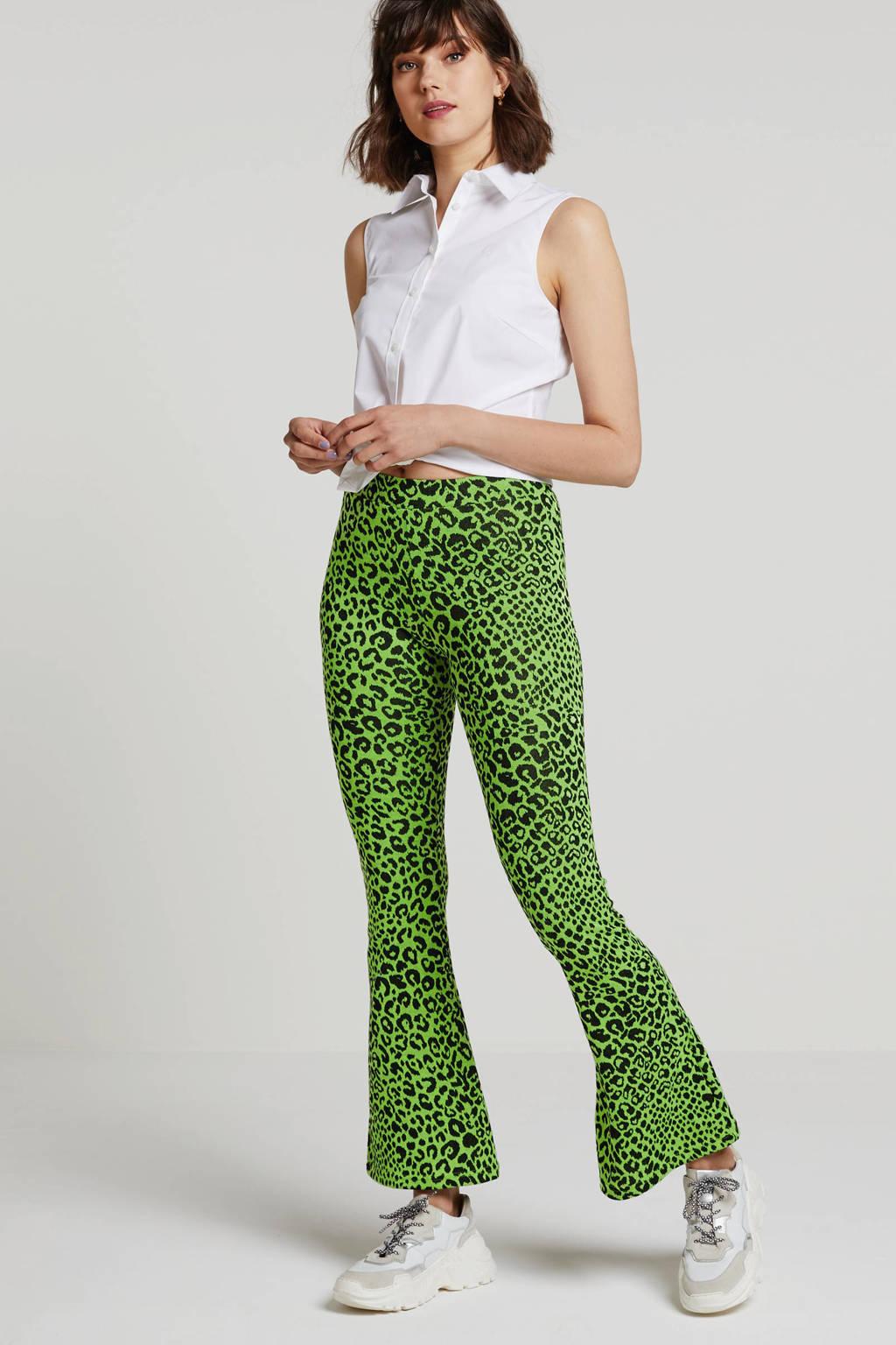 ONLY flared broek met panterprint neon groen/zwart