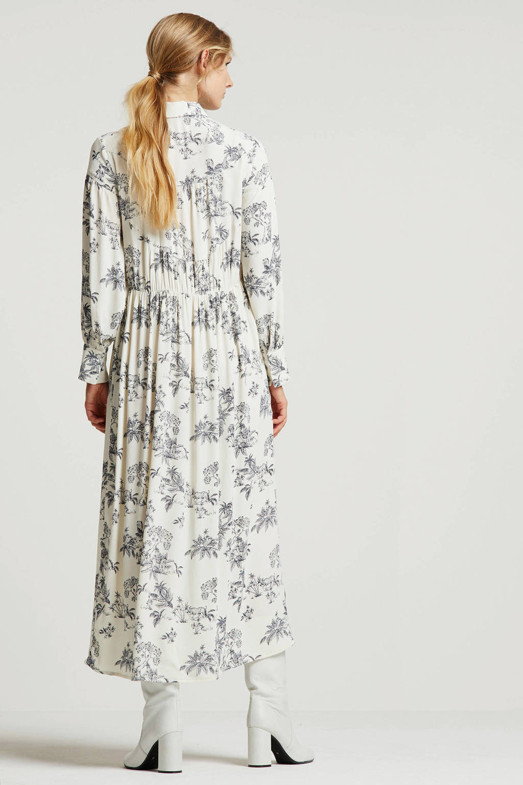 Soaked In Luxury maxi blousejurk met all over print ecru, Ecru/donkerblauw
