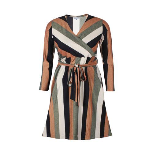 Zhenzi gestreepte A lijn jurk brique groen, Deze damesjurk van Zhenzi is gemaakt van een polyamidemix en is gestreept. De jurk heeft verder een overslagkraag en lange mouwen.details van deze jurk:glitterseen ceintuurExtra gegevens:Merk: ZhenziKleur: OranjeModel: Jurk (Dames)Voorraad: 4Verzendkosten: 0.00Plaatje: Fig1Plaatje: Fig2Maat/Maten: 54/56Levertijd: direct leverbaar