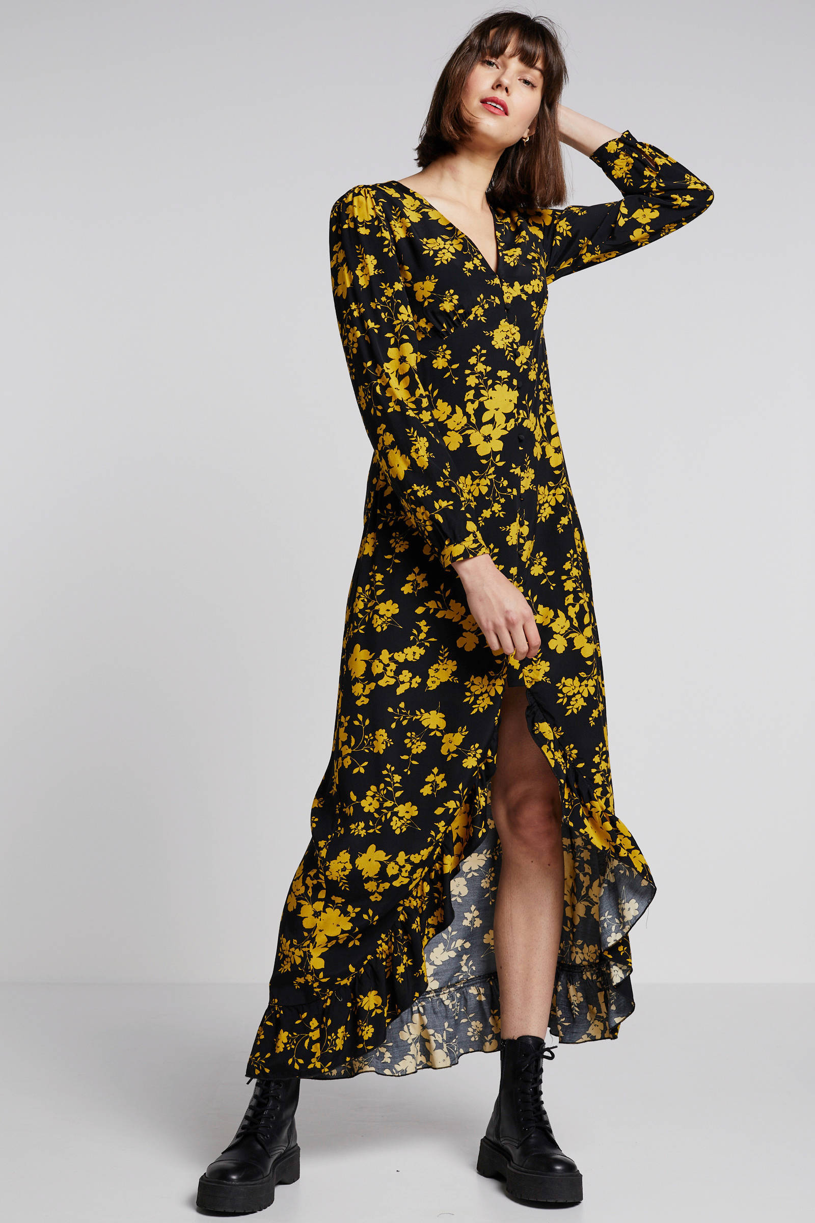 jurk zwart gele schoenen