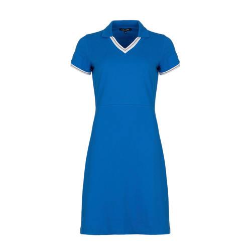 La Ligna polojurk, Deze damesjurk van La Ligna is gemaakt van een textielmix. De jurk met korte mouwen heeft verder een polokraag.kenmerken:contrasterende biezenExtra gegevens:Merk: La LignaKleur: BlauwModel: Jurk (Dames)Voorraad: 9Verzendkosten: 0.00Plaatje: Fig1Maat/Maten: 38Levertijd: direct leverbaar