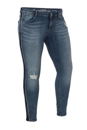 XL Clockhouse high waist skinny jeans met zijstreep en slijtage
