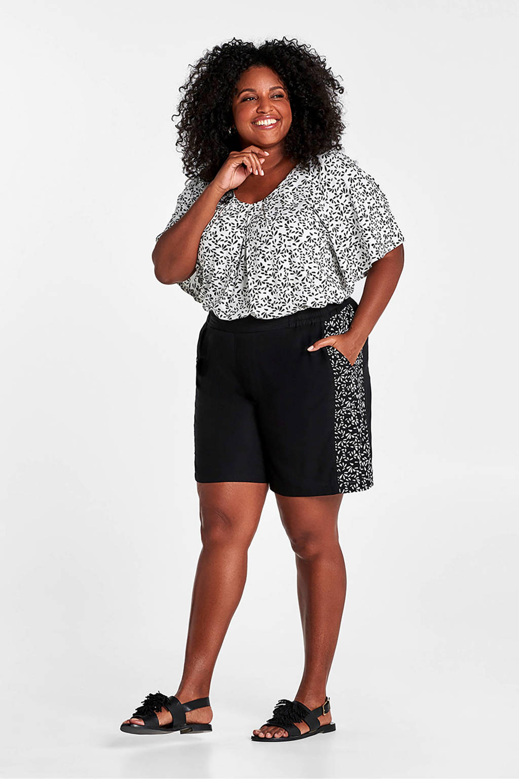 Miss Etam Plus loose fit short met zijstreep zwart, Zwart