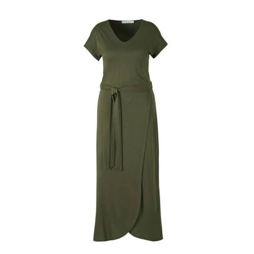 Violeta by Mango jurk met ceintuur donkergroen, Deze maxi damesjurk van Violeta by Mango is gemaakt van viscose. De jurk heeft verder een V-hals en korte mouwen.Deze jurk valt een maat kleiner. Wij adviseren om een maat groter te bestellen.details van deze jurk:• een ceintuurExtra gegevens:Merk: Violeta by MangoKleur: GroenModel: Jurk (Dames)Voorraad: 3Verzendkosten: 0.00Plaatje: Fig1Plaatje: Fig2Maat/Maten: 50(XL)Levertijd: direct leverbaar