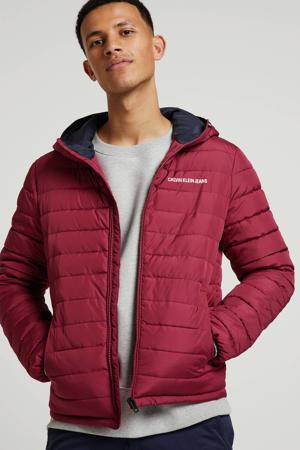 winterjas met tekst rood