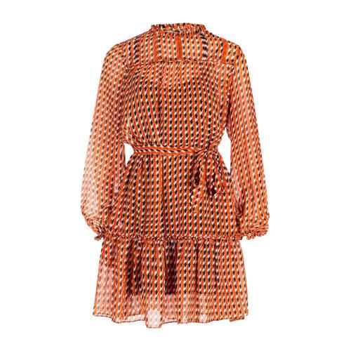 Eksept jurk met all over print oranje wit, Deze damesjurk van Eksept is gemaakt van polyester en heeft een all over print. De jurk heeft verder een ronde hals en korte mouwen.Extra gegevens:Merk: EkseptKleur: OranjeModel: Jurk (Dames)Voorraad: 9Verzendkosten: 0.00Plaatje: Fig1Plaatje: Fig2Maat/Maten: MLevertijd: direct leverbaar