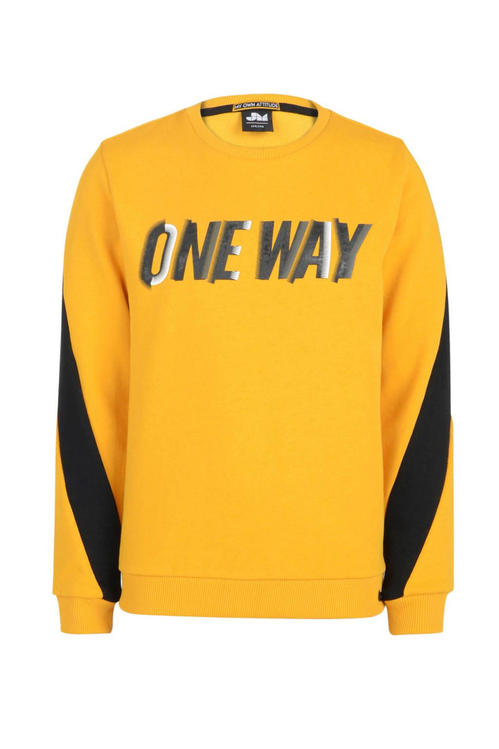 Mitch sweater Peppe met tekst oker/zwart, Oker/zwart