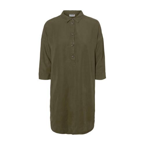 NOISY MAY blousejurk kaki, Deze dames blousejurk van Noisy may is gemaakt van lyocell. Het model beschikt over een knoopsluiting. De jurk met 3/4 mouwen heeft verder een klassieke kraag.Extra gegevens:Merk: NOISY MAYKleur: GroenModel: Blousejurk (Dames)Voorraad: 1Verzendkosten: 0.00Plaatje: Fig1Maat/Maten: LLevertijd: direct leverbaar