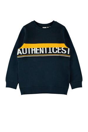 sweater met gebreide tekst donkerblauw/geel/wit