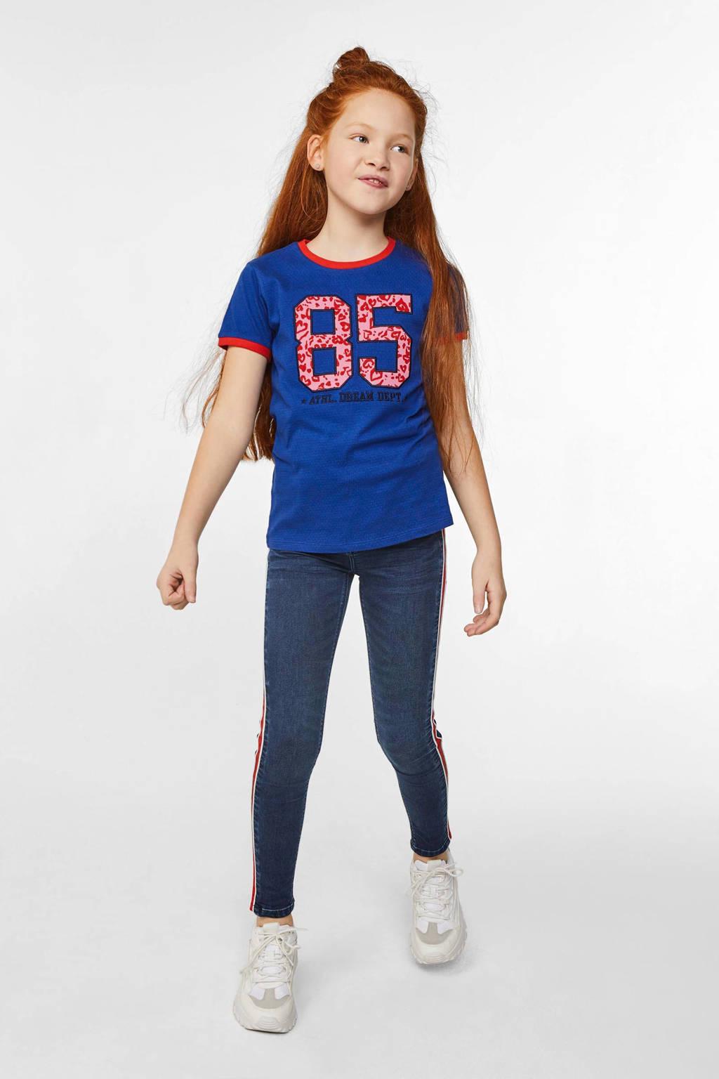 WE Fashion T-shirt met borduursels blauw/rood/roze, Blauw/rood/roze
