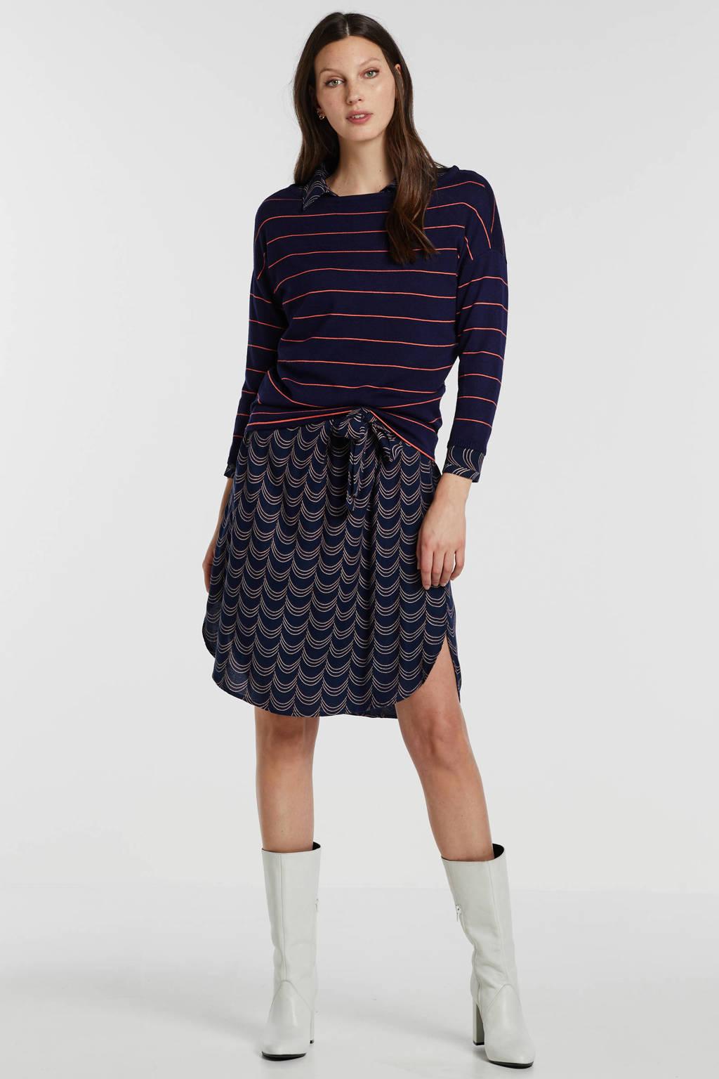 anytime trui met streep donkerblauw, Donkerblauw/koraalrood