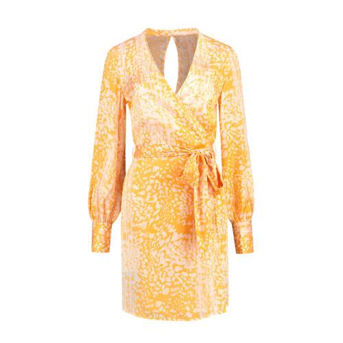 NIKKIE jurk Rana met all over print en open detail