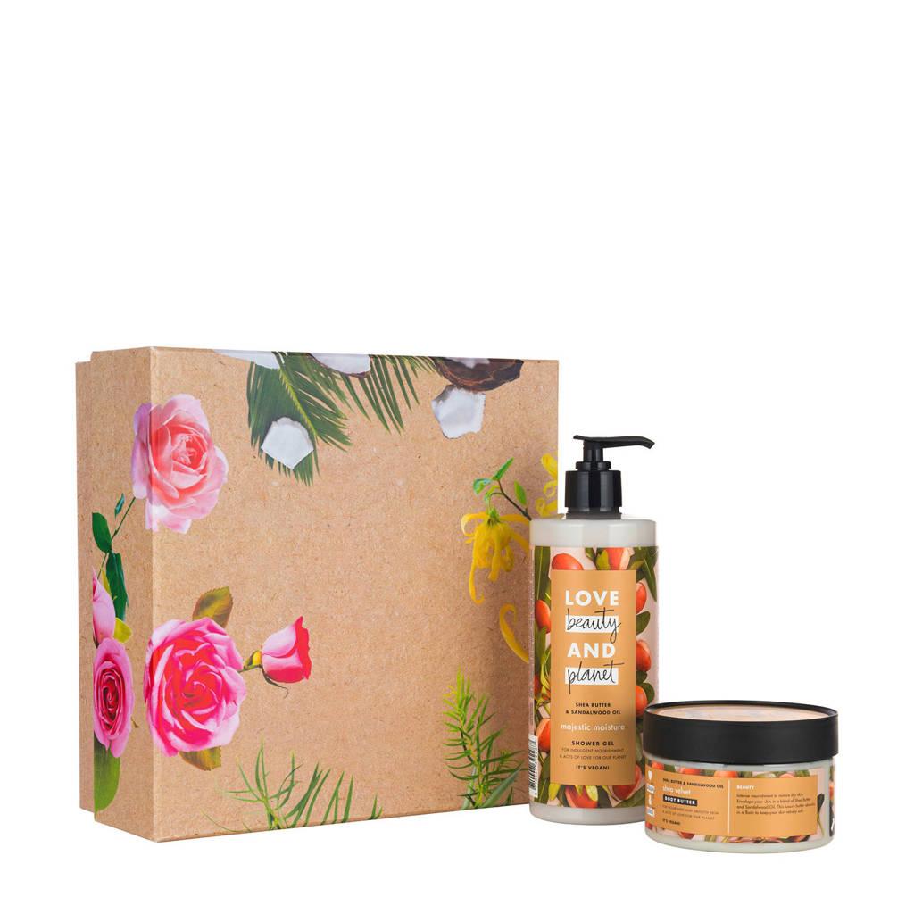 Love Beauty and Planet Shea Butter & Sandelwood geschenkset (2-delig)