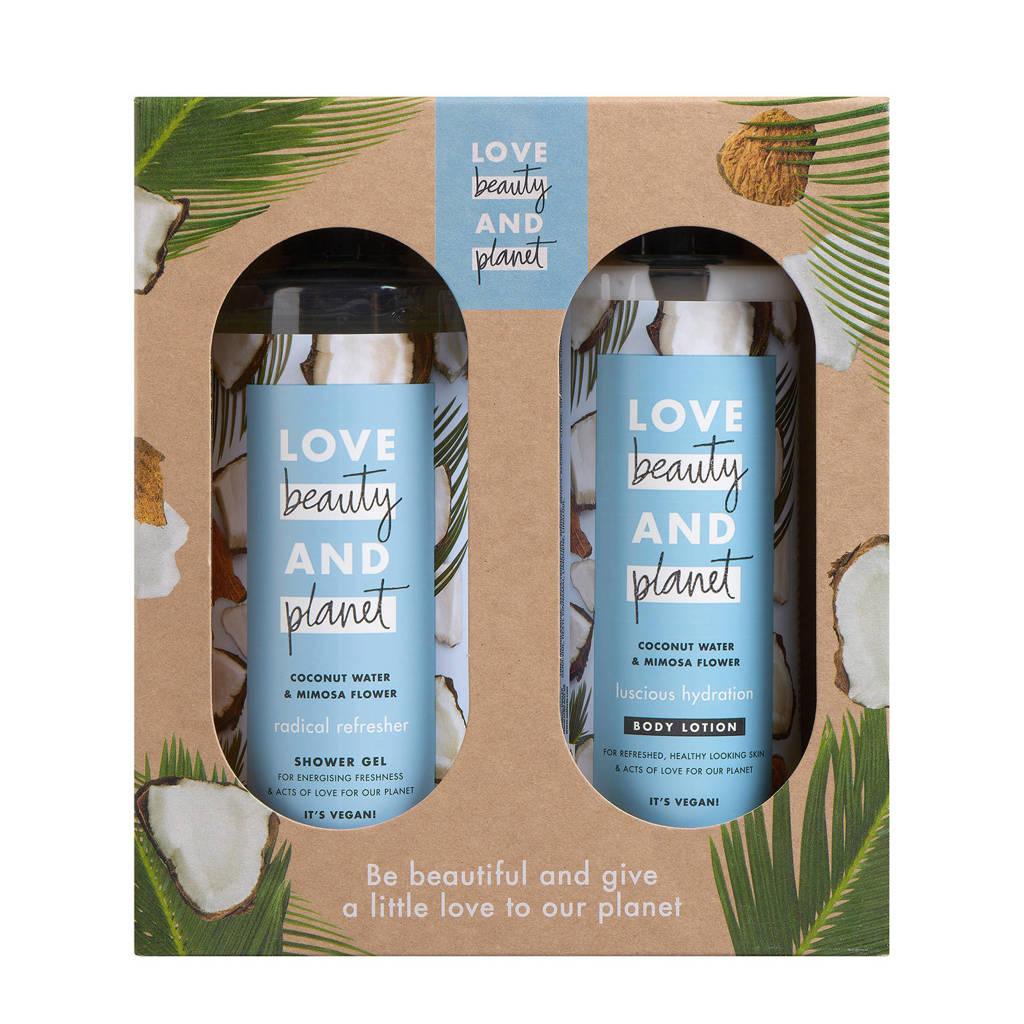 Love Beauty and Planet Coconut Water & Mimosa Flower geschenkset (2-delig)