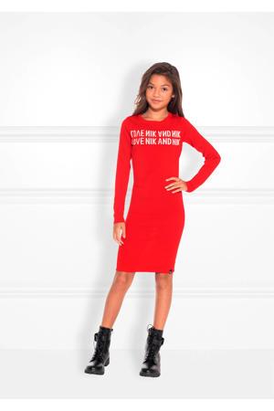 fijngebreide jurk Juniper met tekst rood