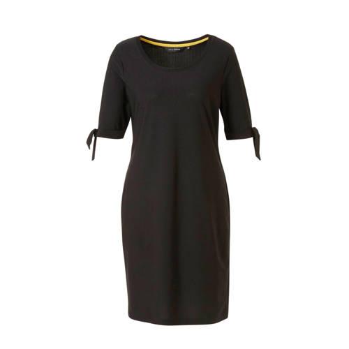 anytime jurk Plus size zwart, anytime jurk gemaakt van stretchpolyester jersey. De rechte jurk heeft een ronde hals en half lange mouwen met een knoop detail.Extra gegevens:Merk: anytimeKleur: ZwartModel: Jurk (Dames)Voorraad: 3Verzendkosten: 0.00Plaatje: Fig1Maat/Maten: 50Levertijd: direct leverbaarAanbiedingoude prijs: € 39.99